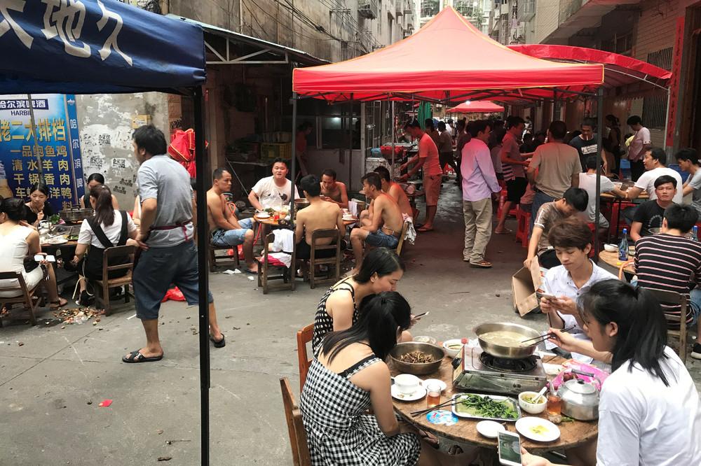 Ежегодный фестиваль собачьего мяса в Китае