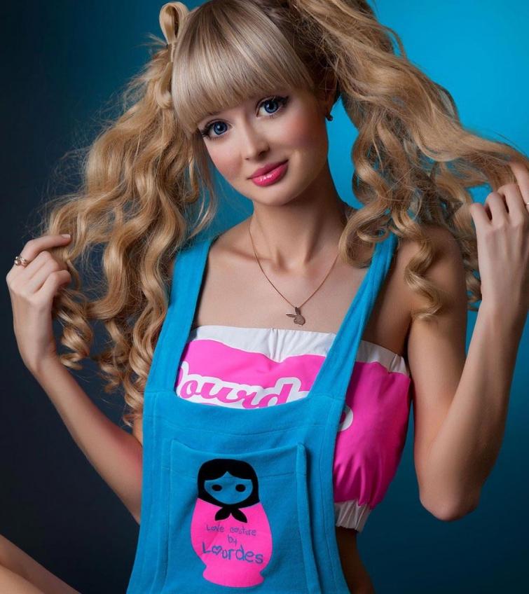 11 людей, которые добровольно превратили себя в живых кукол