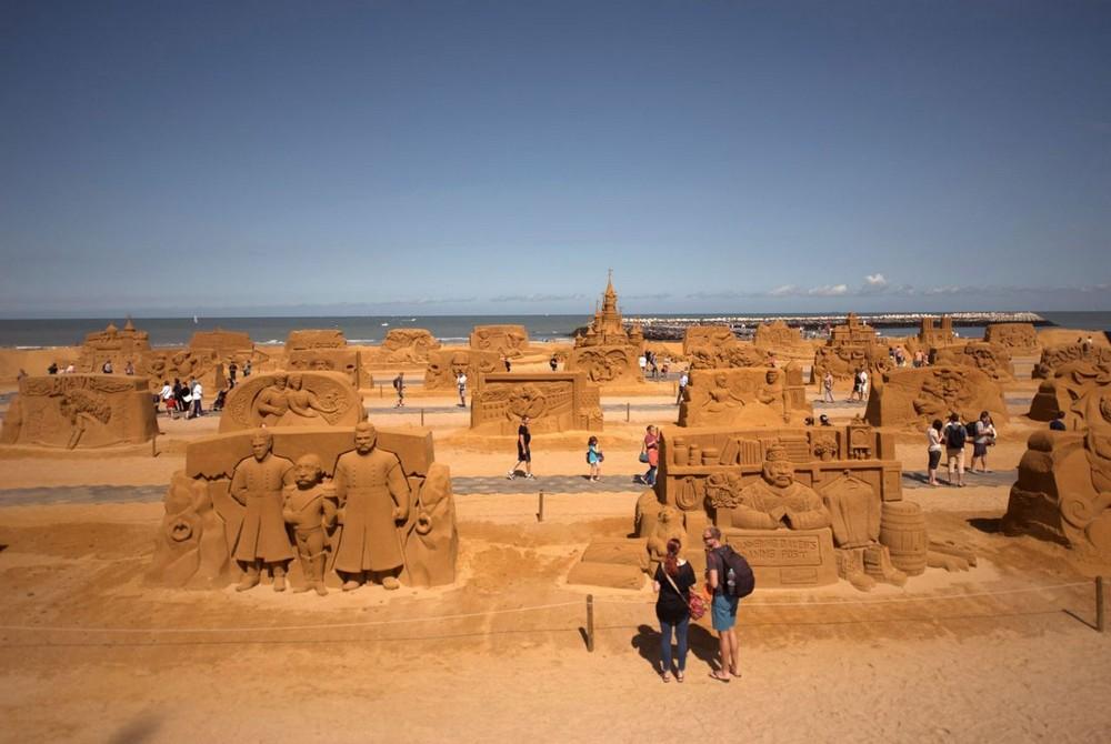 Фестиваль скульптур из песка Disney Magic Sand в Бельгии
