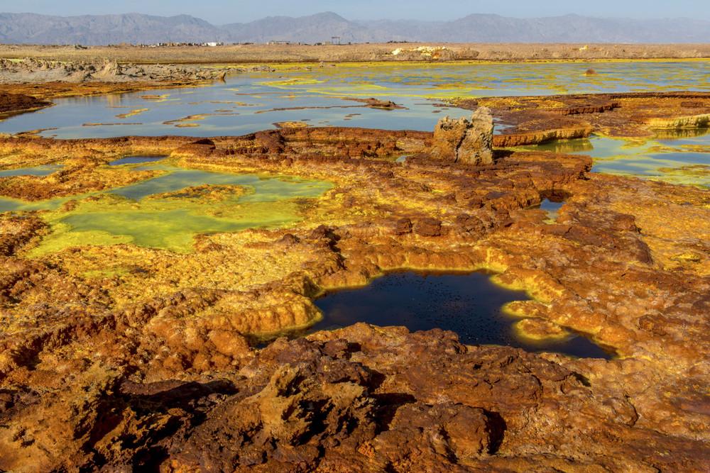 Опасные кислотные озера в африканской пустыне