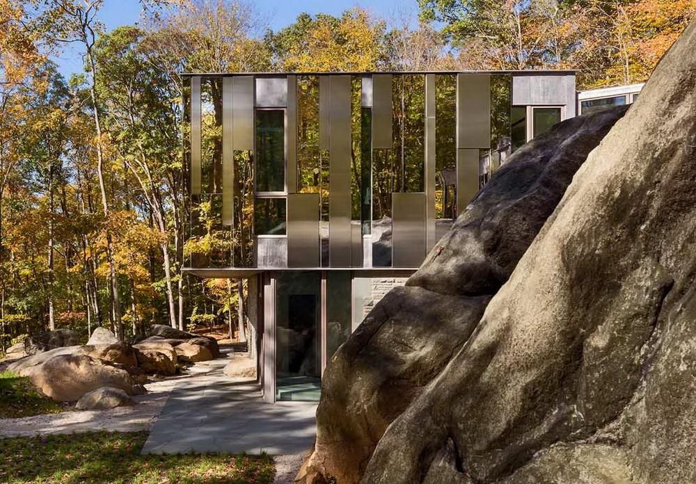 Зеркальный загородный особняк в США