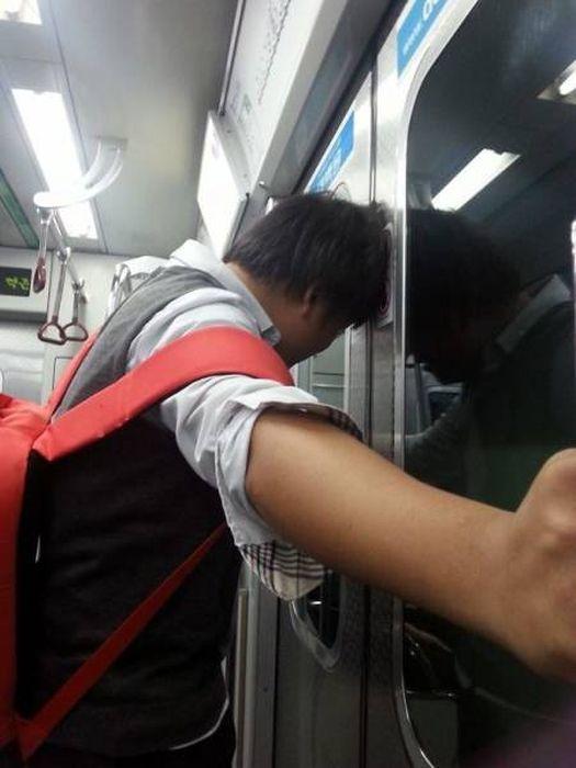 Странные пассажиры метро из разных городов мира