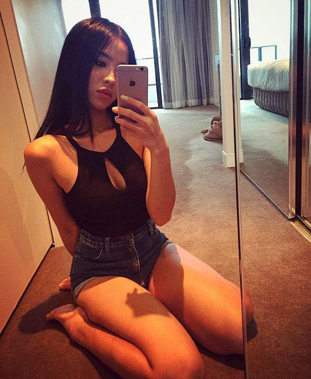 Очаровательные азиатские девушки
