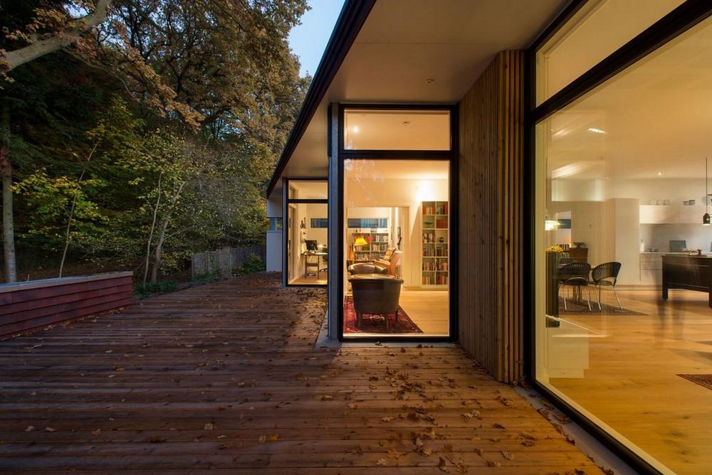 Одноэтажная вилла на краю леса в Дании