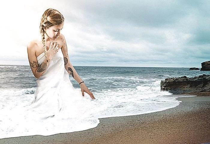 Удивительные картины от Моники Карвальо, созданные в фотошопе