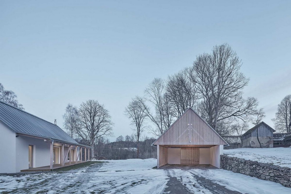 Фермерский дом с сараем в Чехии
