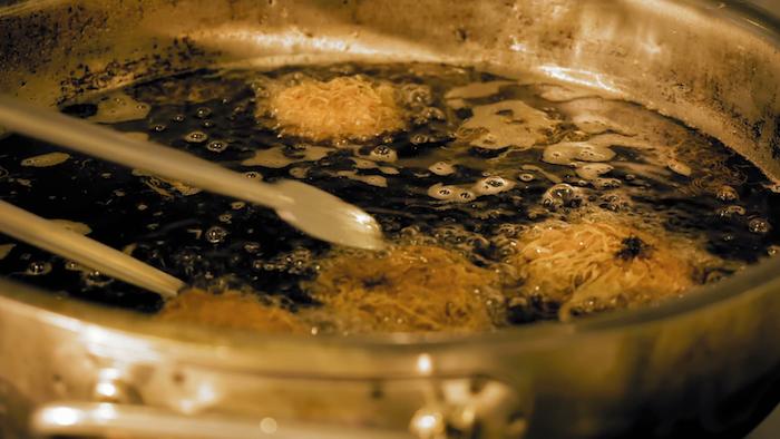 Почему не стоит готовить на растительном масле