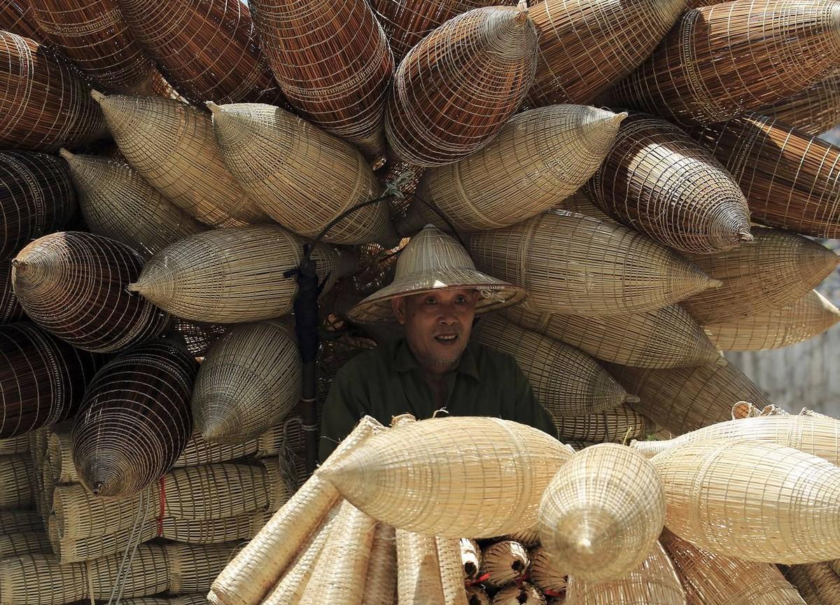 Вьетнамская деревня, где все плетут ловушки для рыбной ловли