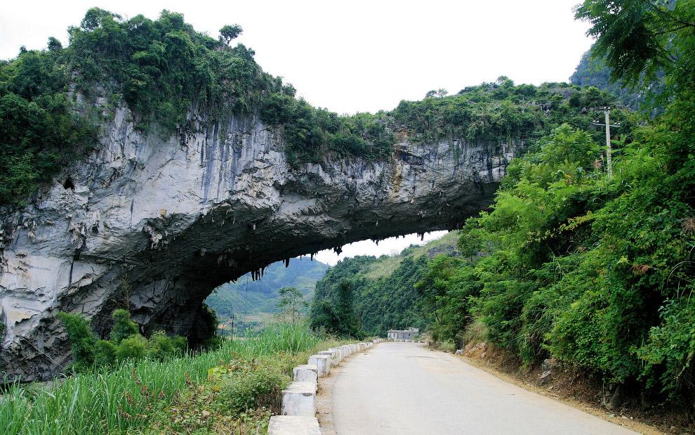 Крупнейший в мире природный мост