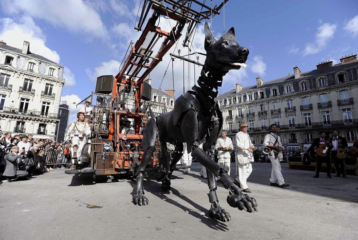 Необычный французский театр гигантских марионеток