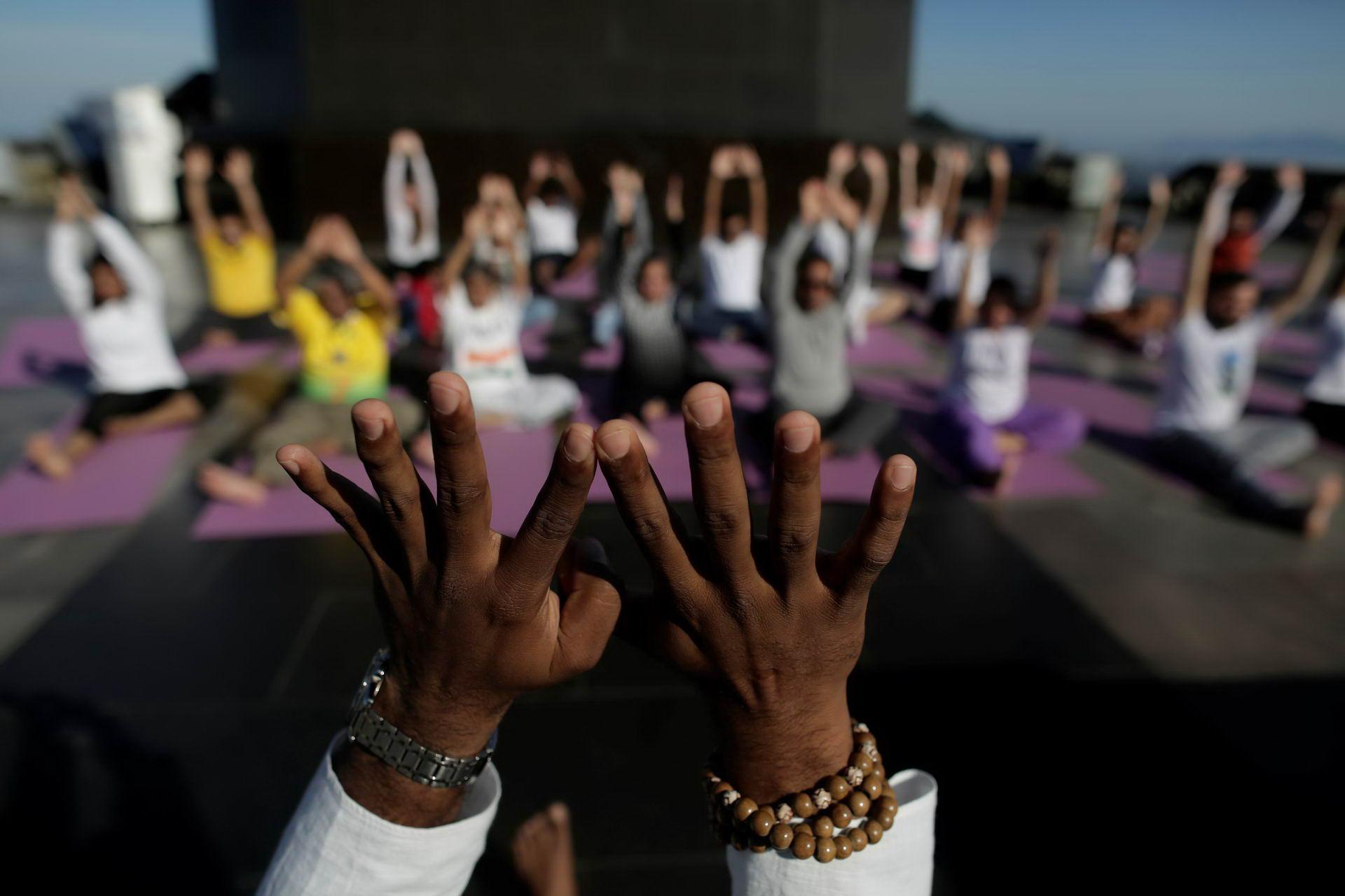 Фото со всего мира с международного дня йоги