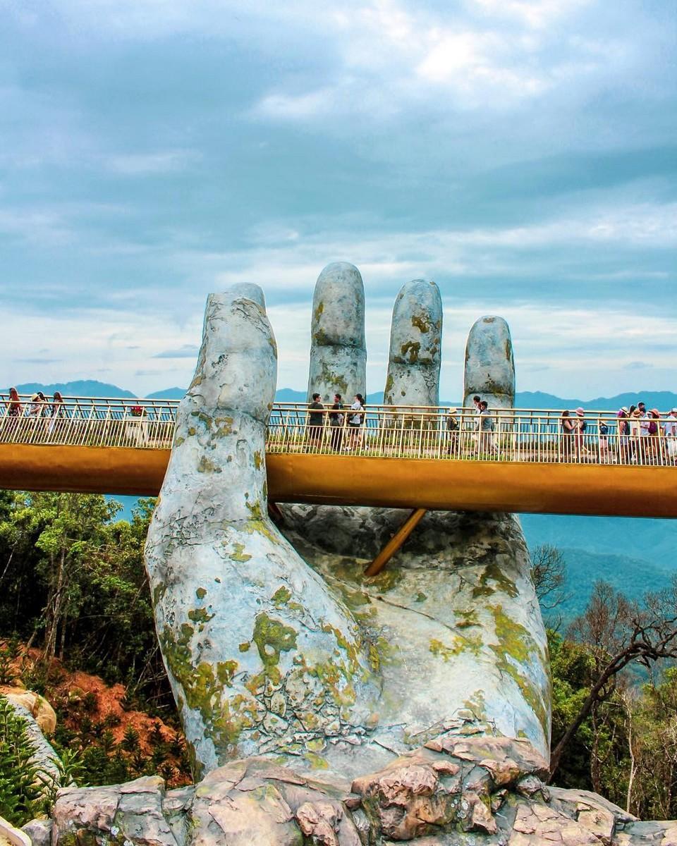 Необычный мост открыли во Вьетнаме