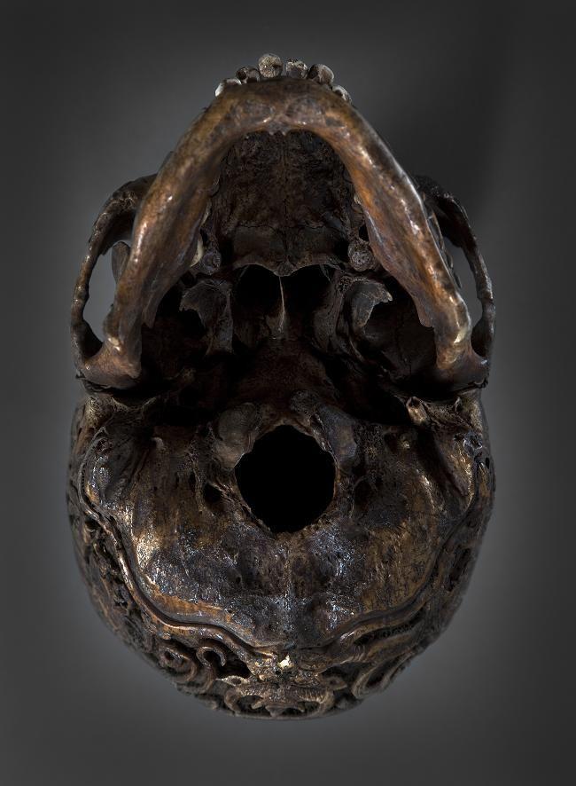 300-летний тибетский резной череп из антикварного магазина