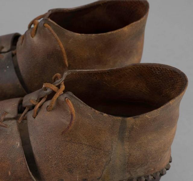 Для чего нужна эта необычная обувь с шипами?