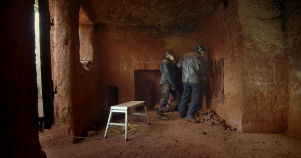 Британец превратил 700-летнюю пещеру в стильные апартаменты