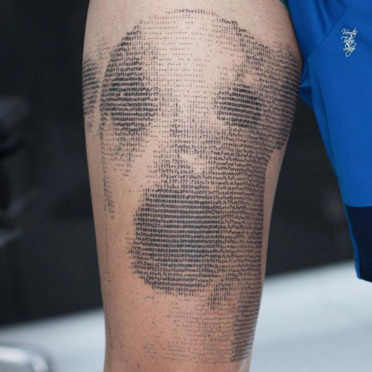 Необычные татуировки в виде компьютерного кода ASCII