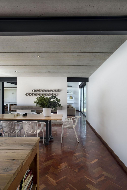 Загородный кирпичный дом в ЮАР