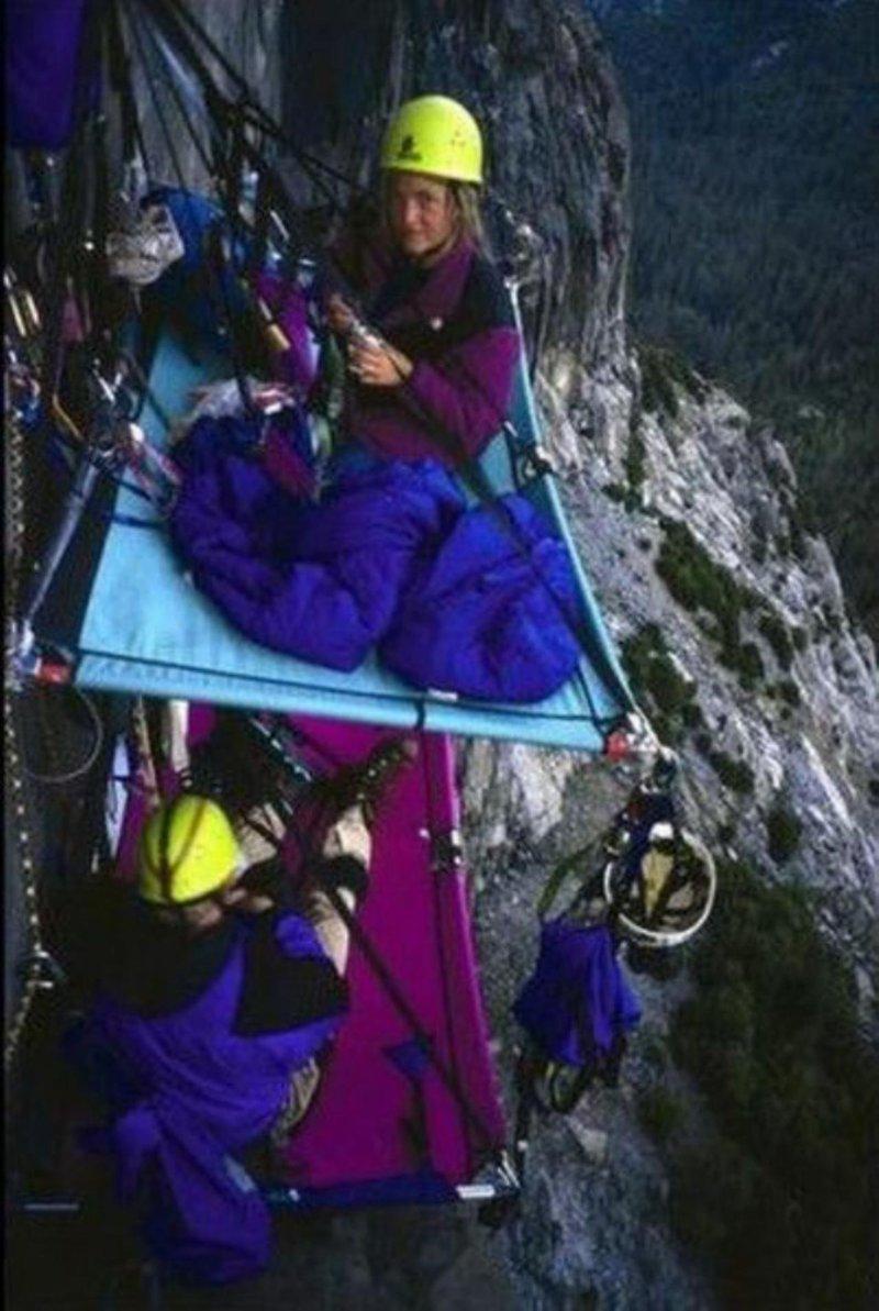 30 фотографий о том, как спят альпинисты