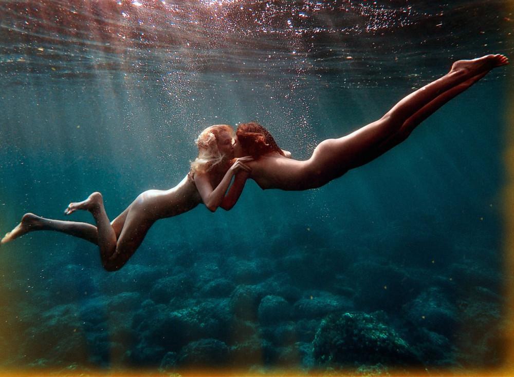 Обнаженные Девушки В Воде