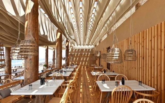 Невероятный потолок ресторана взорвет вам мозг