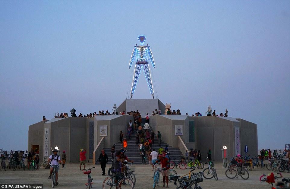 Знаменитый фестиваль Горящий человек стартовал в Неваде