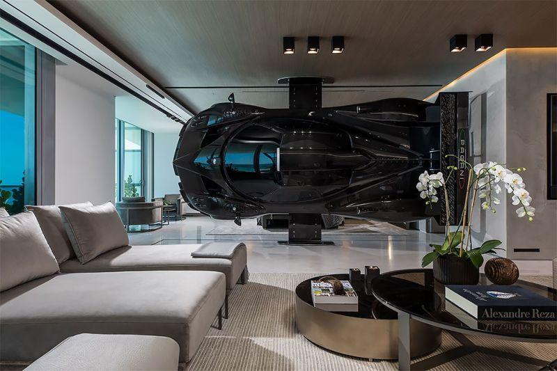 Квартира гонщика, где вместо стены - суперкар Pagani Zonda