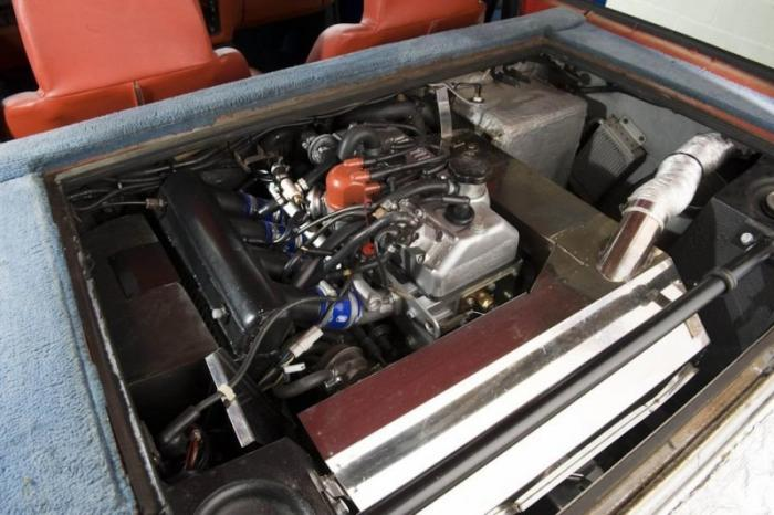 Спортивный хэтчбек Renault 5 Turbo 1983 года