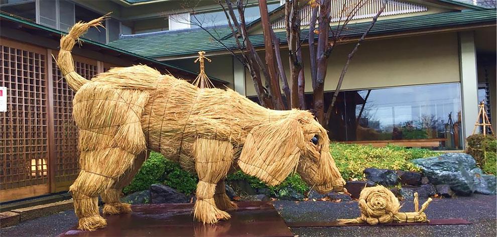 Скульптуры из соломы на Wara Art Festival в Японии