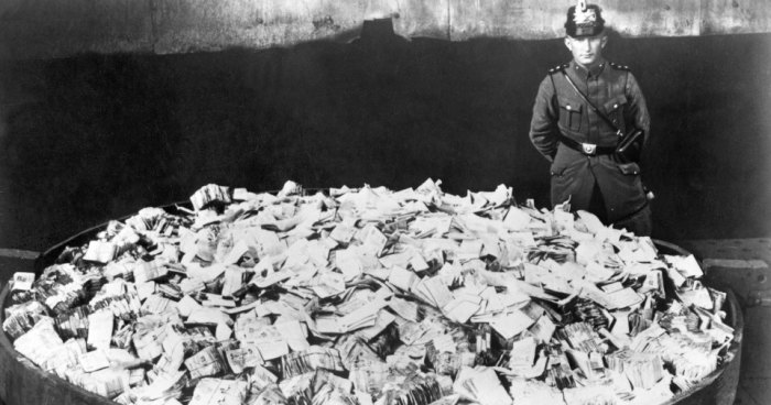 Когда деньги становятся бесполезными бумажками
