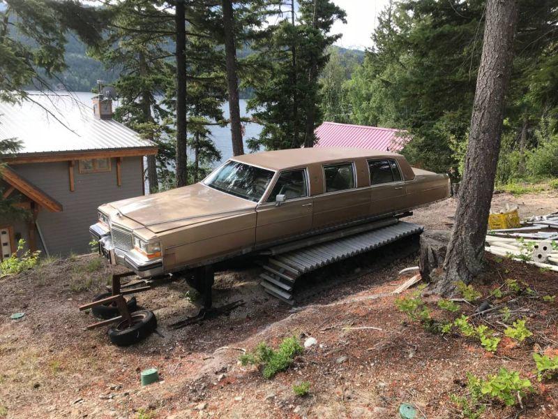 Лимузин на гусеницах и лыжах выставили на продажу