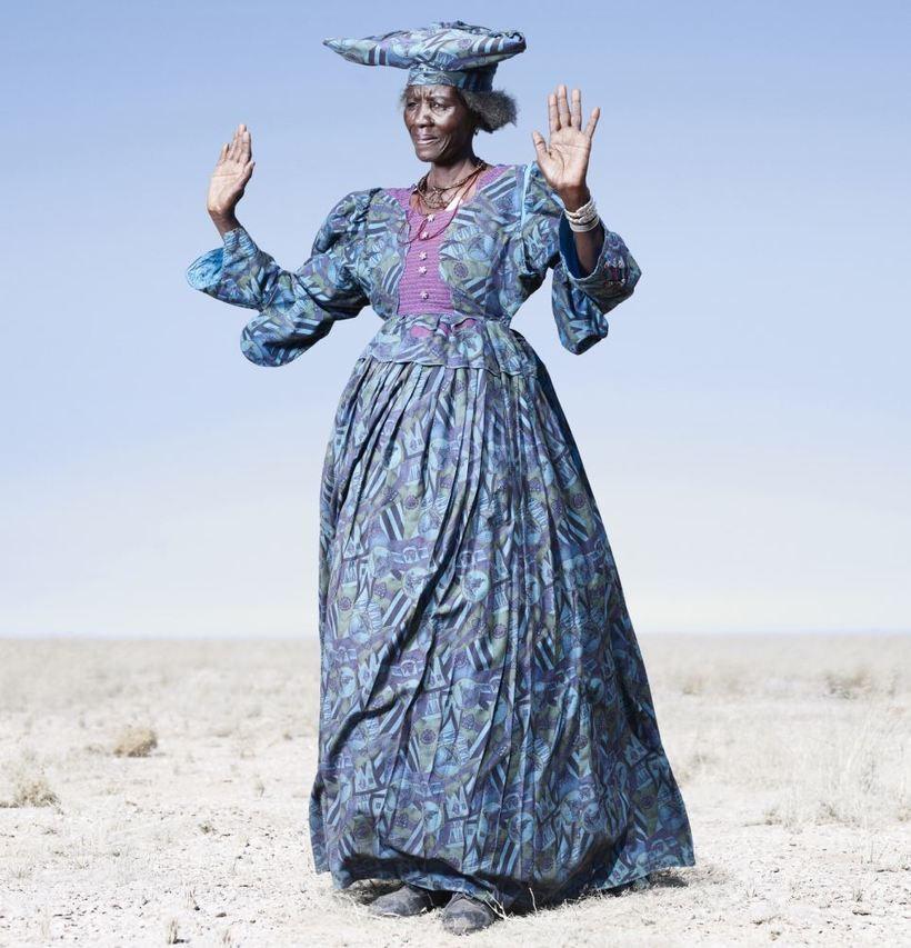 Облик африканских женщин гереро разительно отличается от соседних народов