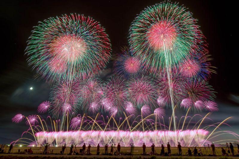 Красочные японские фейерверки
