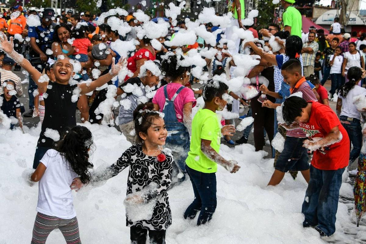 Яркий карнавал в честь 440-летия Тегусигальпа