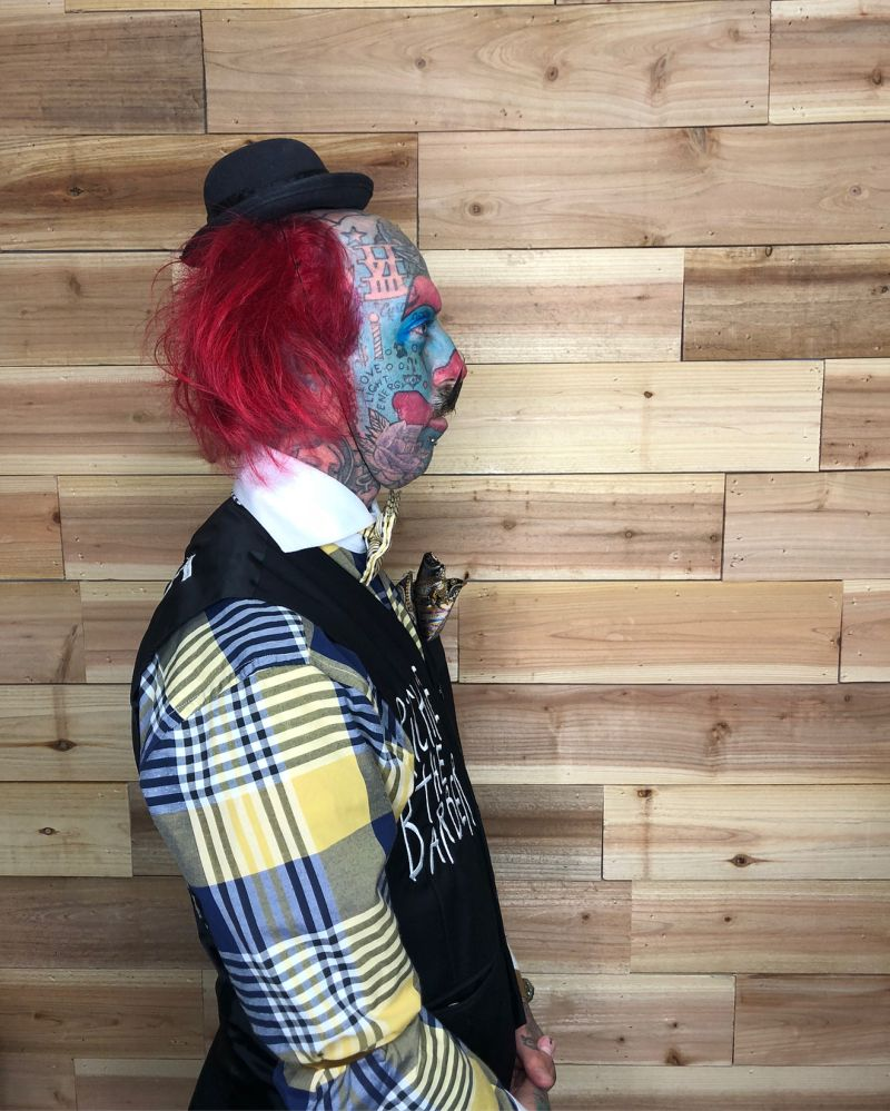 Одержимый клоунами чувак навсегда изменил свою внешность