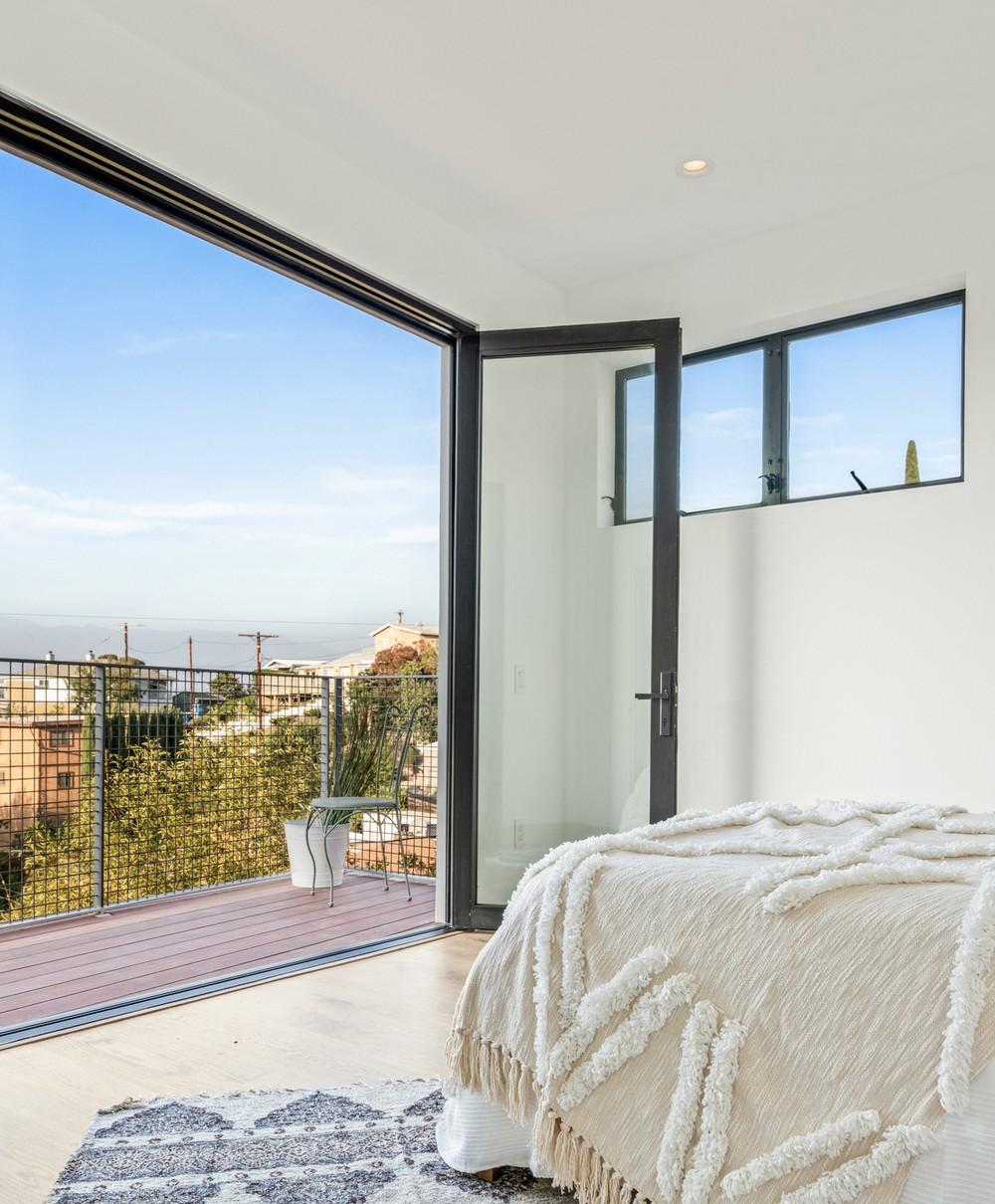 Вертикальный дом на склоне в Лос-Анджелесе