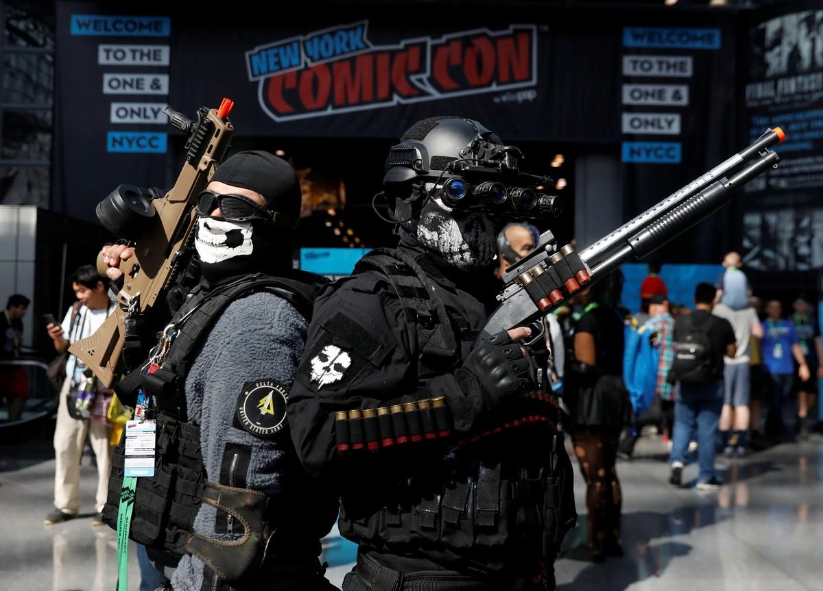 Яркие костюмы посетители New York Comic Con 2018