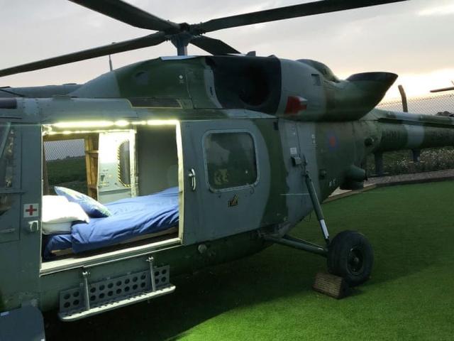 Необычные апартаменты внутри вертолета