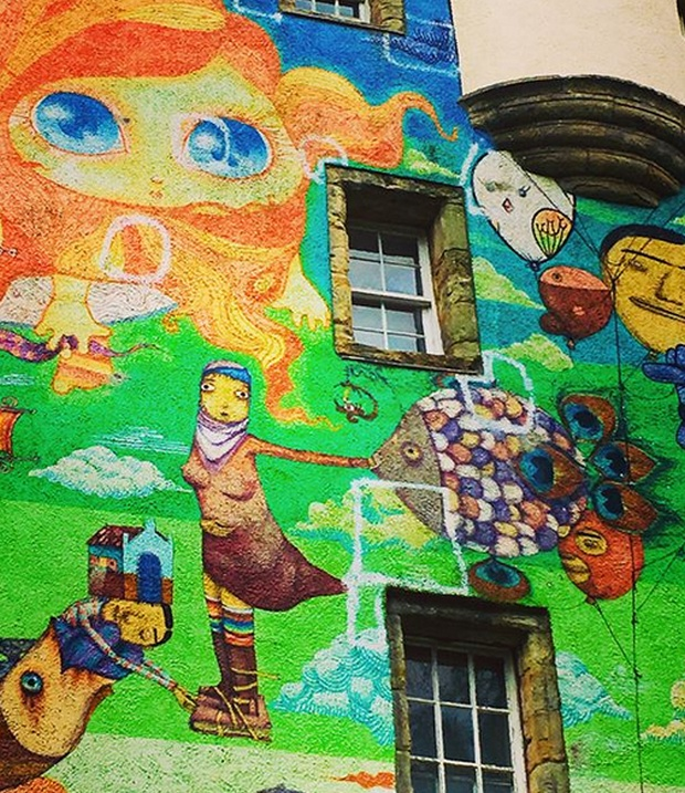 Старинный замок Келберн разрисовали современными граффити