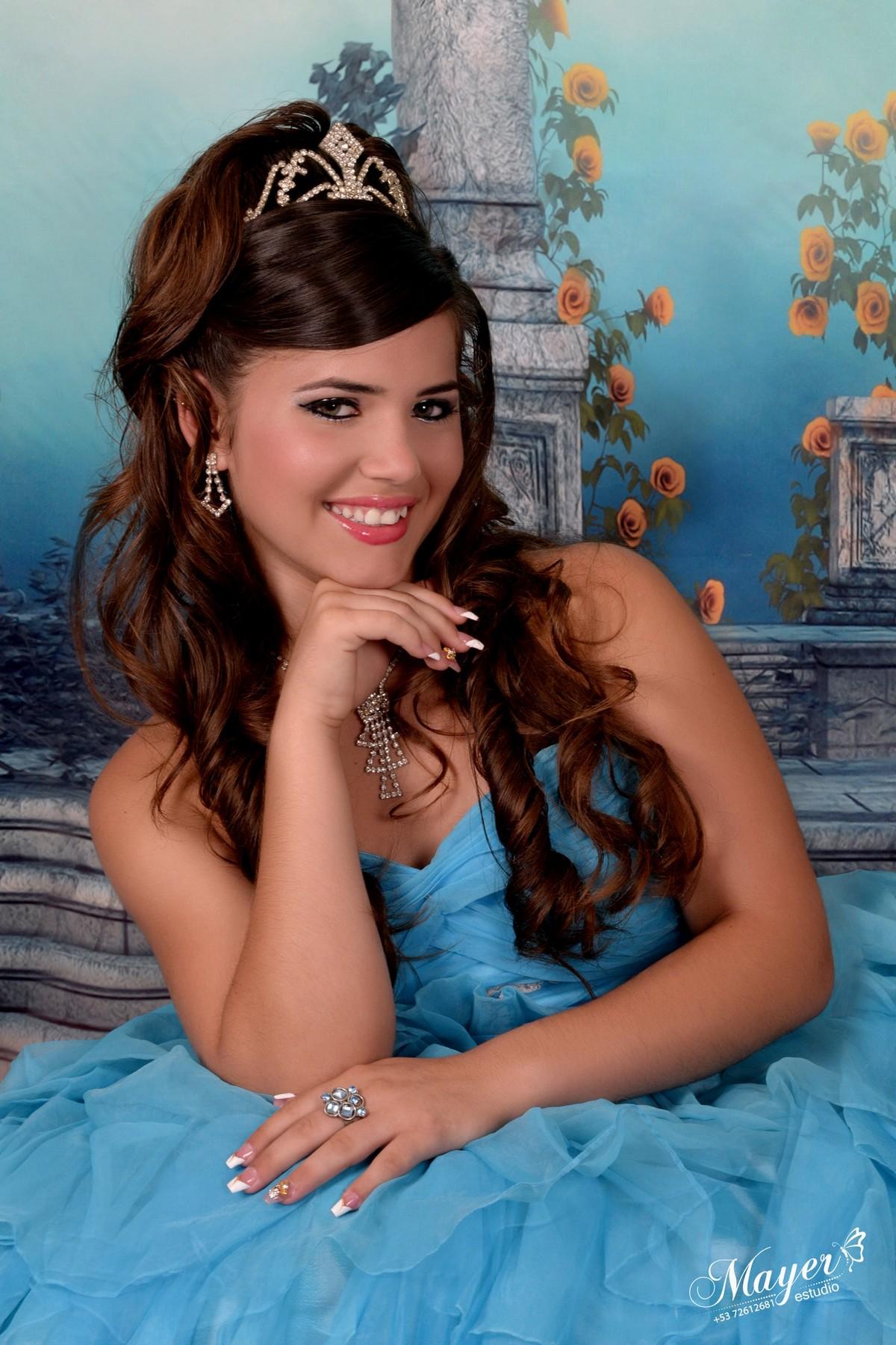 Куинсеаньера - торжества в честь 15-летия на Кубе