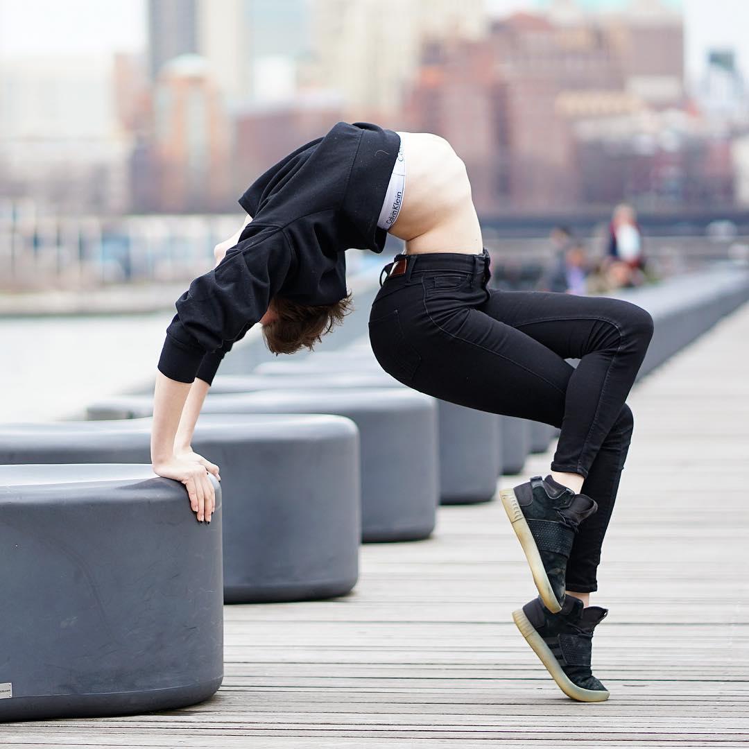 19-летняя жительница Нью-Йорка удивляет невероятной гибкостью