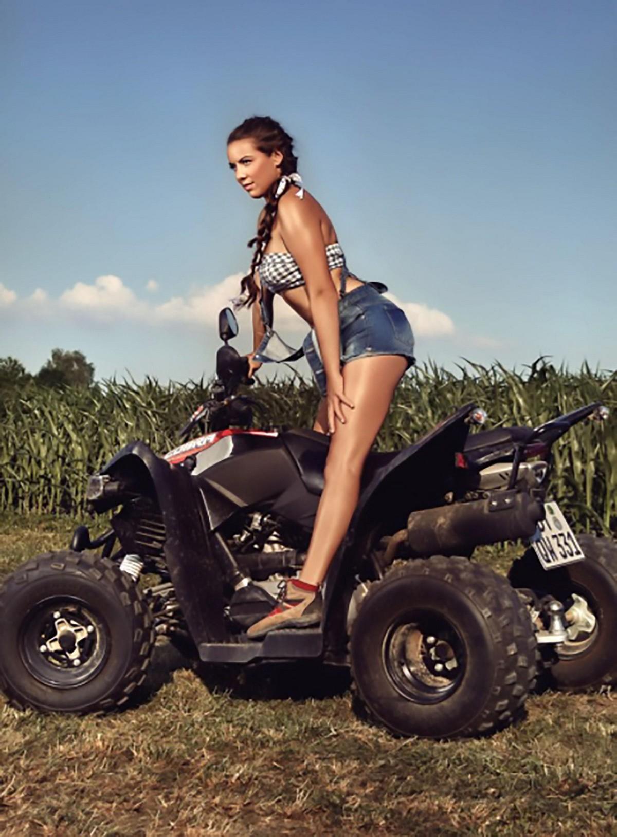 Немецкие фермерши в календаре на 2019 год