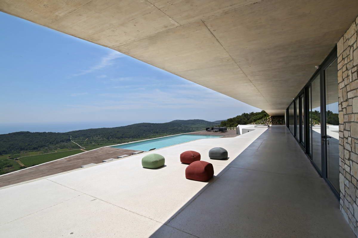 Необычный дом в Хорватии на вершине холма