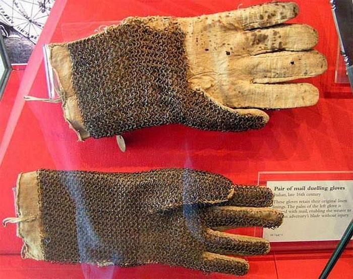 Как появились перчатки