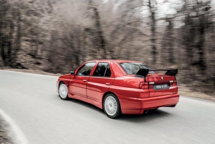 Уникальный Alfa-Romeo 155 GTA Stradale 1993 года