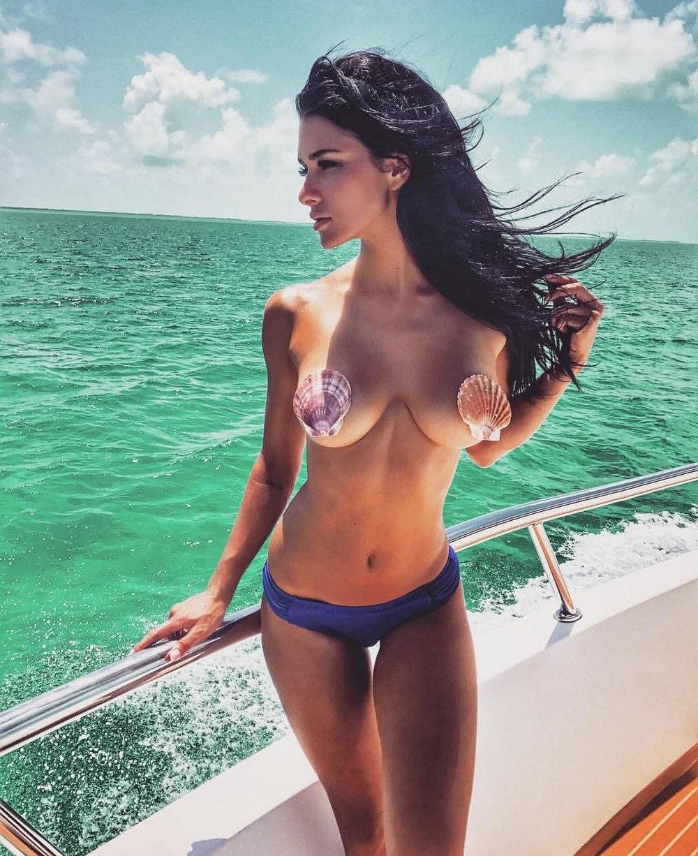 Красивые девушки в бикини