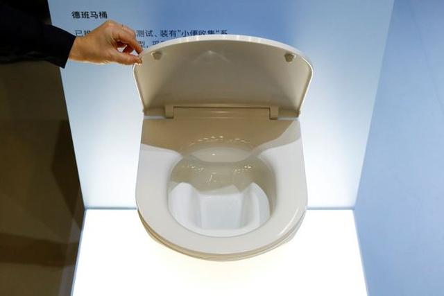Билл Гейтс представил туалет, работающий без воды и канализации