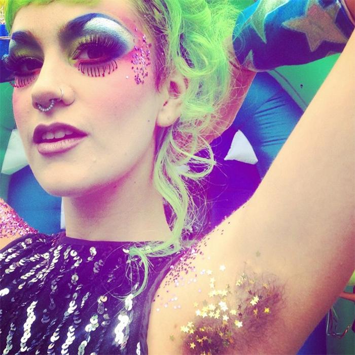 Популярный бьюти-тренд тренд — цветные подмышки