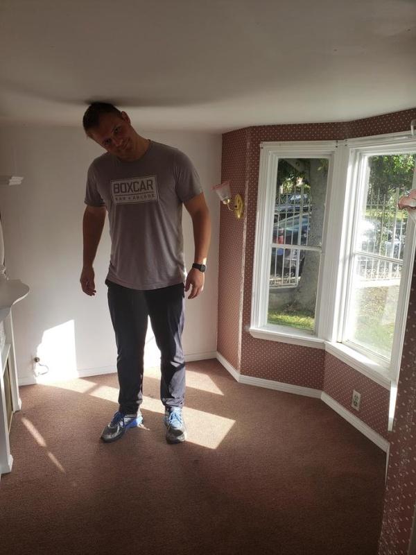 Парень арендовал дом через приложение на смартфоне