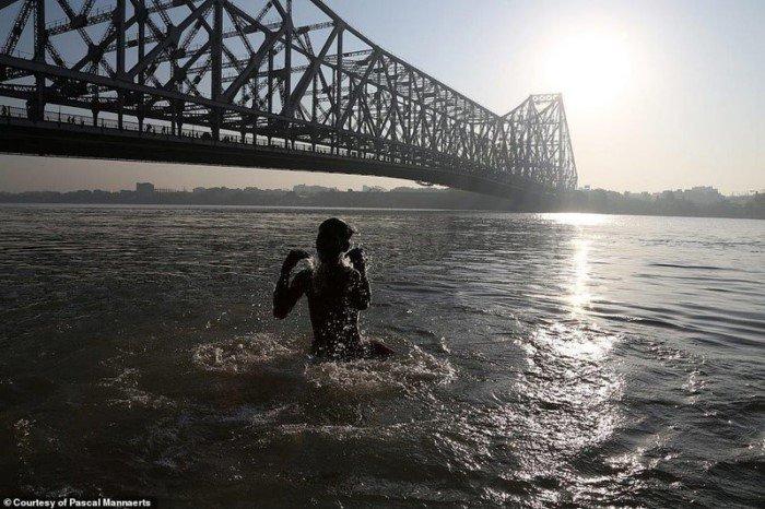 Снимки жителей Земли в 8 утра в разных странах мира