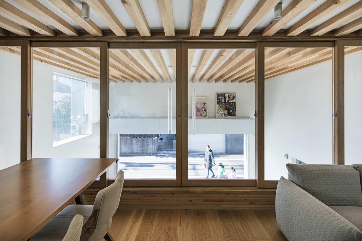 Минималистский дом с гаражом в Японии